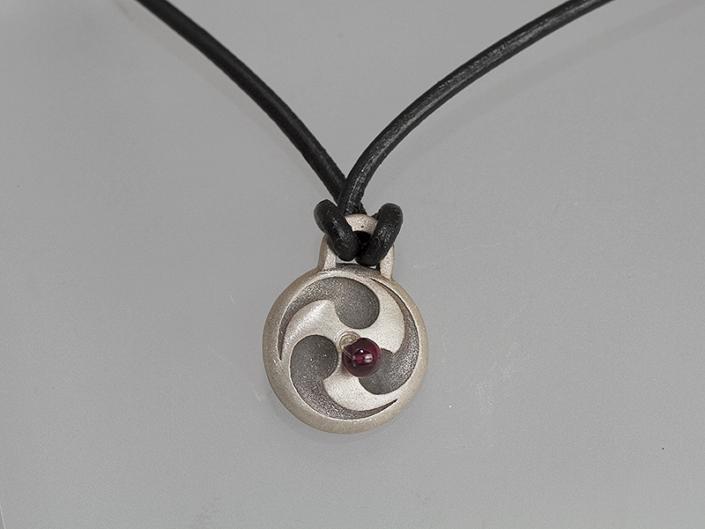 Omphalos pendant